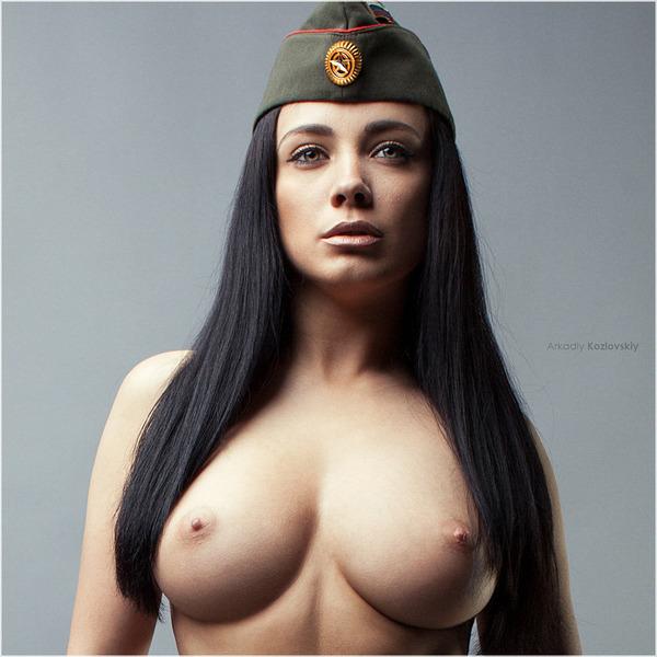 Фото девушек голых в форме