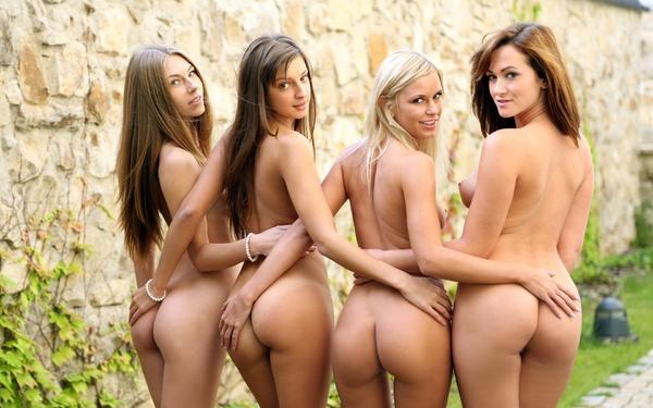 фото 2 голых девушек